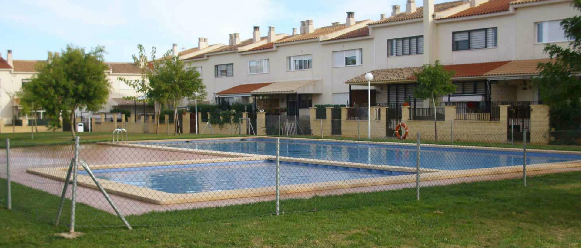 piscina-cesped